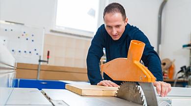 Procedimientos de operación de seguridad de la máquina de sierra circular para carpintería